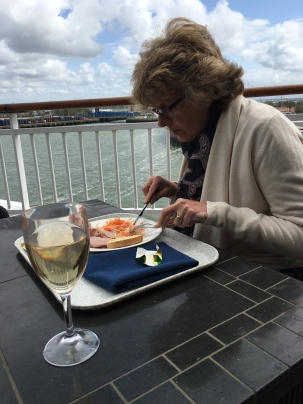 I'm on a Cruise Ship, I will eat Al Fresco